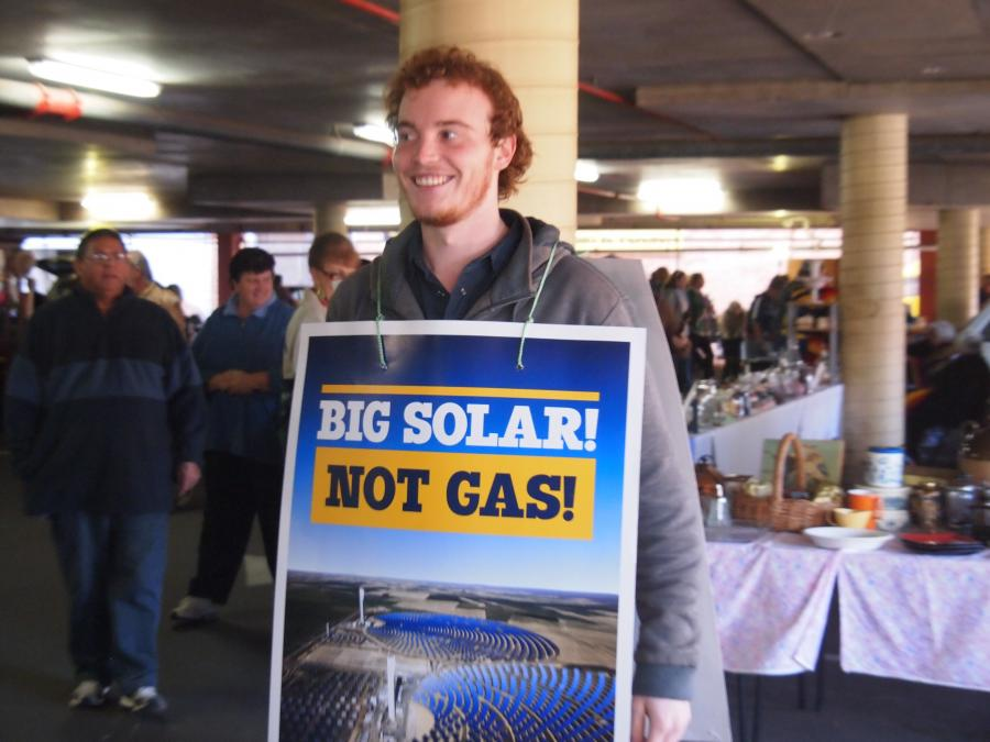picture of pro solar protestor